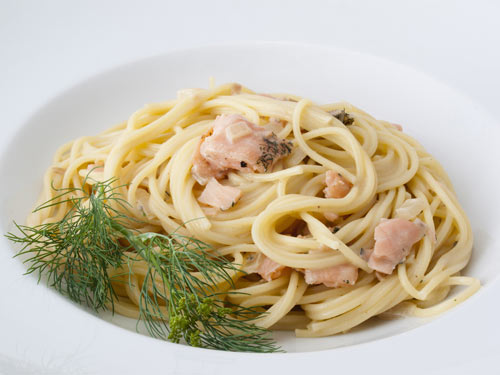 rezept spaghetti mit lachs sahne sauce einfaches rezept mit bild. Black Bedroom Furniture Sets. Home Design Ideas