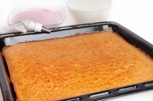 rezept zitronen blechkuchen einfaches rezept mit bild. Black Bedroom Furniture Sets. Home Design Ideas